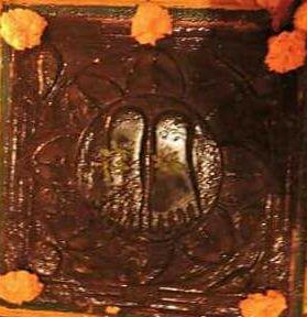 Datta paduka, Manikarnika Ghat